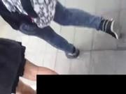 แอบถ่ายใต้กระโปรงสาวนักศึกษา แม่งเอ้ยนึกว่าหีนางงาม โคตรน่าดูเลย ดาราหรือปล่าววะ ขาสวยมากๆ