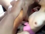 เซลฟี่ตัวเองขณะเล่นชู้กับกิ๊กในรถ โยกเย็ดลีลาเด็กเอวดีสุดๆไม่น่าหละเด็กมันติดใจ