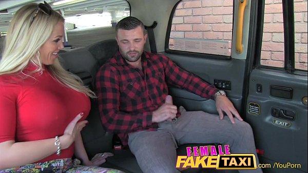 คนขับแท๊กซี่สาวหลอกเย็ดผู้โดยสาร จัดไปเลยเจอผู้ชายเงี่ยนหีพอดี ได้เสียกันแล้วงานนี้