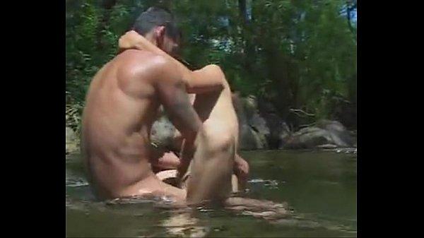 หนังXไทยออนไลน์ สุดเด็ดแม่งถ่ายทำกันในป่า ไอหนุ่มพระเอกลงลิ้นนางเอกสาวสะไม่เหลือชิ้นดี