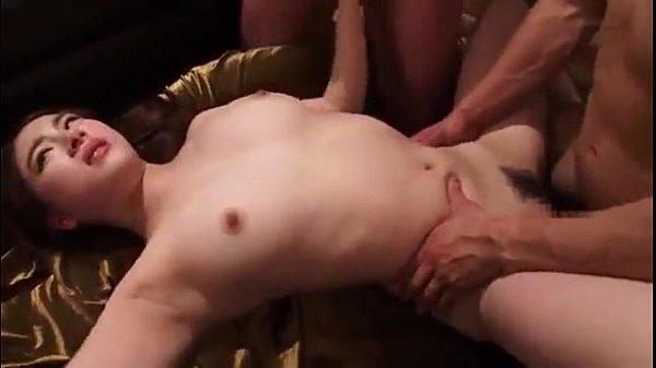 หนังเอวี18+ สาวพริตตี้ผันตัวมาเป็นนางเอกหนังโป๊ ตอนอมไม่ค่อยจะเป็น เลยแสดงแบบเกร็งๆ