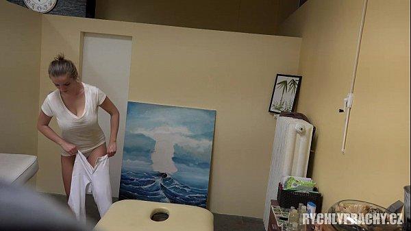หมอนวดสาวนมโต แอบเย็ดกับลูกค้า แอบขายบริการในร้านนวดแผนไทย เย็ดกันสดสดๆ