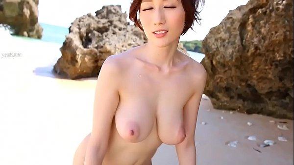 Julia Kyoka ขาวสวยนมใหญ่น่าเย็ดสดๆ มาถ่ายแบบริมทะเล นมแม่งใหญ่จริงๆอยากจะเอาควยยัดร่องนมมากๆเลย