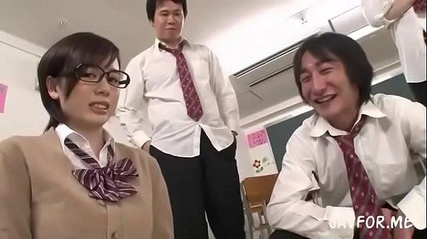 หนังxญี่ปุ่น เล่นจริงเสียวจริง!! นักเรียนชายอย่างหื่น รุมเย็ดหนึ่งหี สาวแว่นผู้น่าสงสาร โดนขนาดนี้ รูได้บานกันพอดี เล่นกันแบบนี้หมดห้องเลยมั้ง