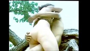 หนังxxxอินเดียเย็ดกันริมชายหาดเอากันตรงซากต้นไม้ที่ล้ม เย็ดกันจนหีดำกลายเป็นหีแดงๆ