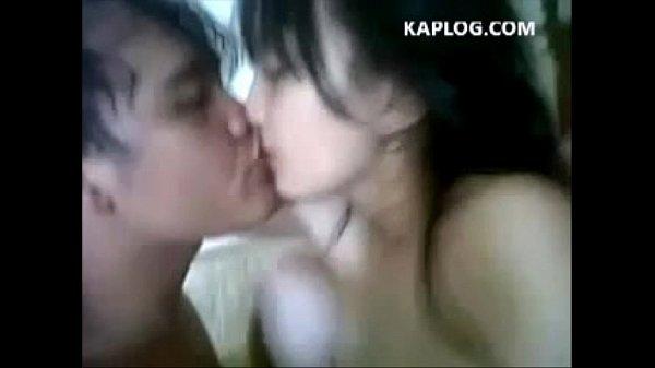 คลิปโป๊นักเรียนไทย xvideos แลกลิ้นระหว่างที่กำลังเย็ดหี โยกเอวซอยไวๆขอบอกว่าเด็ดดวง
