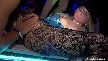 ปาร์ตี้อัพยาจากxnxx มั่วเซ็กส์แบบในคลิปไม่ต้องใส่ถุงยางอะไรเลย