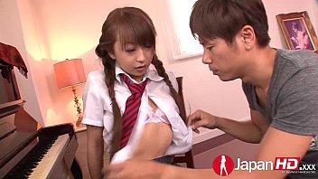 นักเรียนสาวญี่ปุ่นหน้าตาอ้อนมากๆ น่าโดนควย สุดท้ายก็โดนเย็ดที่สุดในจนได้