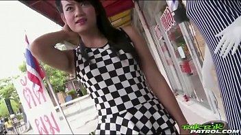 Tuk Tuk Patrol สาวไทยสุดฉาว ยอมโดนถ่ายคลิปแลกเงิน พร้อมเย็ดสดโดยไอฝรั่งคนดีคนเดิม