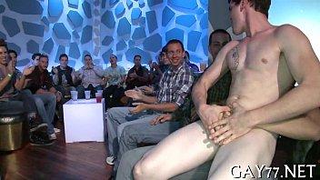 ปาร์ตี้เซ็กส์ของหนุ่มๆชาวเกย์ ชาวสีม่วงเย็ดกันสนั่นห้องวีไอพีแบบปาร์ตี้เซ็กหมู่