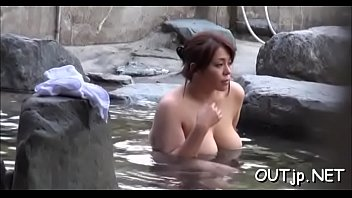 แอบถ่าย แช่อ่างอาบน้ำ แช่น้ำออนเซน แก้ผ้า สาวญี่ปุ่น
