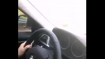คลิปหลุดเฮียควย พารวย ให้กิ๊กสาวอมในรถบีเอ็มสุดหรู โม๊กไปขับไป แตกคาปากเด็ดมากๆ