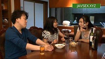 หญิงหื่นนัดเพื่อนกินเหล้า japan av สุดท้ายจับผู้ชายเย็ด โดนเพื่อนเย็ดเสียวแล้วเสียวอีก เย็ดมันแล้วเย็ดต่ออีก