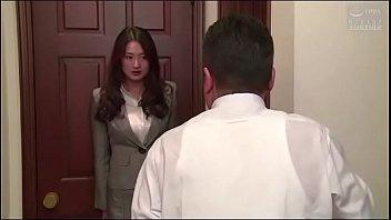 หนังโป๊ญี่ปุ่นออนไลน์ เจ้านายนัดลูกน้องมาคุยงานแต่ดันจับเย็ดเฉยเลย เงี่ยนจัดจับล่อซะกลางบ้าน ถกกระโปรงขึ้นเย็ดแรงเลย