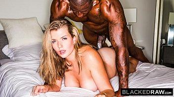 คลิปเอ็กคนดำ สาวขาวโดนหนุ่มดำเย็ด หีแหกเลยควยใหญ่มาก ใหญ่เท่าแขน เย็ดตูดสะดุ้งยันหี