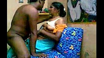 ดูคลิปโป๊อินเดีย รุ่นใหญ่เย็ดกัน ชายแขกกับสาวแขก แหกผ้าถุงเปิดควยอมก่อน เด้ากันมันๆ