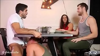 หนังเอวีเกย์ชาย แอบเมียอมควยเพื่อน ตอนกินข้าวก็ไม่เว้นเลยนะ บ้ากามมากๆ