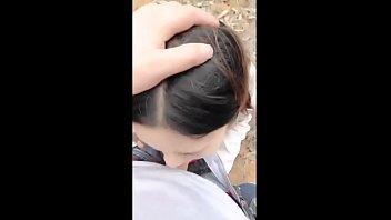 ดูหนังxเกาหลีฟรี ลากสาวเงี่ยนมาเสียวในป่าละเมาะ ได้มุมเงียบสงบก็ถอกควยมาให้อมสด โม๊กแรงๆแข็งแล้วมายืนเย็ดกันซอยยิกๆ