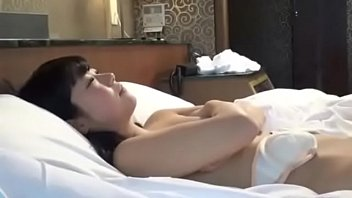 porn jav ดูหนังเอวีนางแบบใจเด็ด ขาวเนียนน่าเย็ดใครเห็นเป็นเสร็จทุกราย นอนถ่างให้หนุ่มเย็ดสด เห็นง่ามหีขาวๆละใจสั่นดีจัง