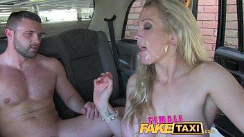 หนังโป๊ออนลาย Fake Taxi มาในแบบคนขับสาวชวนหนุ่มเย็ด ล่อหีหลังรถหลายท่าไม่เว้นแม้แต่ขย่มควย ปิดท้ายแตกใส่หน้าสวยๆครับ