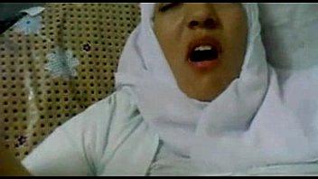 porn โป๊แอบถ่ายน้าสาวมุสลิม ถูกหลานควยโตเย็ดทั้งผ้าโพก กระแทกหีเด้าย้ำๆเอาจนช้ำใน ร้องเสียวหีครางปางตาย สดมากถึงได้ร้องขนาดนี้