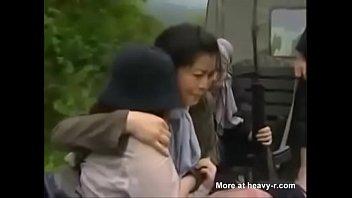 โป๊XXXจีนทหารกบฏ หนังเรทเอ็กซ์พวกทหารจับเชลยเย็ดหีจนแสบถึงทรวง ร้องหนักมากเพราะโดนเสียบยิก ข่มขืนหีสาวจนท้อง