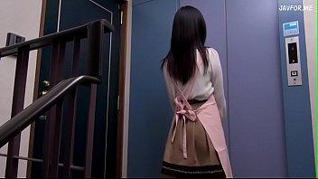 ดูAVญี่ปุ่นตาลุงเย็ดสาวสวย เหงาผัวไม่เย็ดคันรูเหลือเกิน เรียกตาหื่นมาเย็ดกันในบ้าน กระแทกรัวๆให้ครางเสียวก่อนผัวกลับ