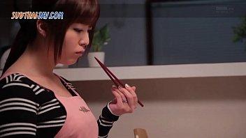 เอวีซับไทย EYAN-024 หนังโป๊ญี่ปุ่นมีซับให้อ่าน แม่บ้านกามติดเย็ดขึ้นนวดควย หน้าสวยๆแต่ขย่มควยอย่างหื่น ร่านหีมากขย่มไปแอ่นนมไป