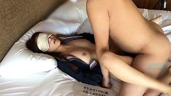 โป๊จีนเย็ดLIVEสด ติดตามผลงานเงี่ยนๆของเธอผ่านเว็บโป๊xxx888porn ปิดตาให้ผัวนอนซอยหีกระแทกถี่ๆ ครางเงี่ยนแบบนี้ชอบควยแน่นอน