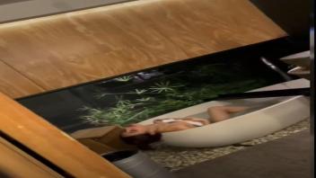 โป๊ไทย แอบถ่ายไทย แอบถ่ายอาบน้ำ แอบถ่าย18+ แก้ผ้าอาบน้ำ หีไทย หีสาวไทย ลูกหว้า ลงอ่างแก้ผ้า ลงอ่างอาบน้ำ